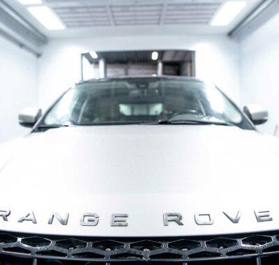 Motorkap van een Range Rover