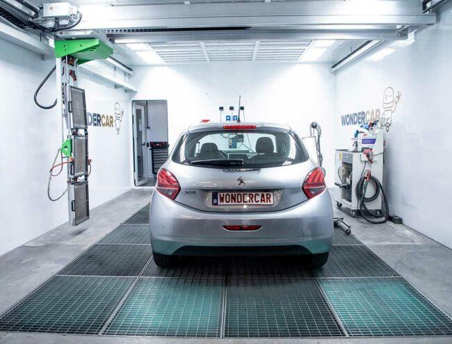 Peugeot grise dans la Smart box