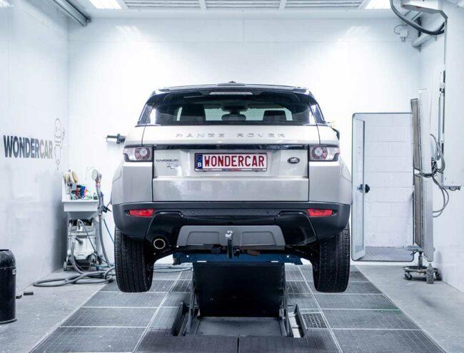 Réparation d'un pare-chocs d'une Range Rover grise