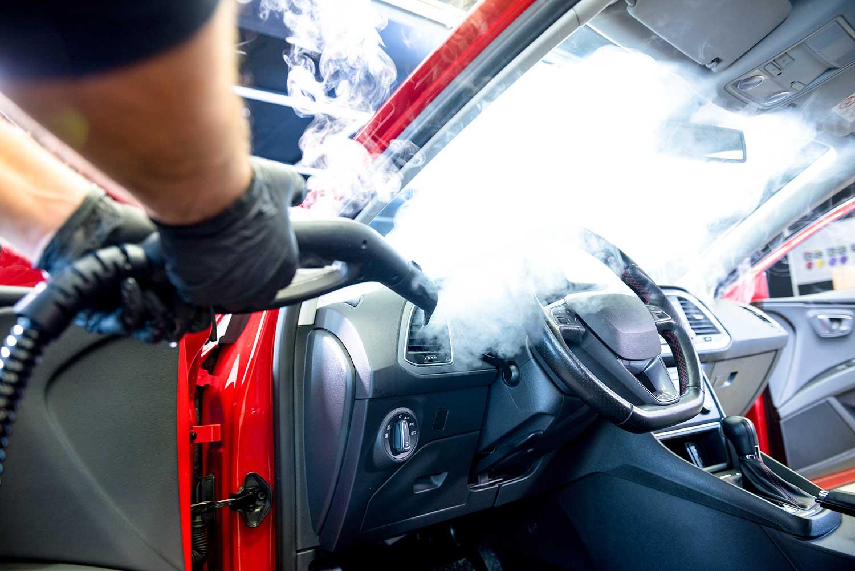 Reiniging van binnenkant wagen