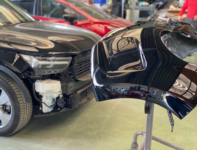 Pare-choc de remplacement dans carrosserie