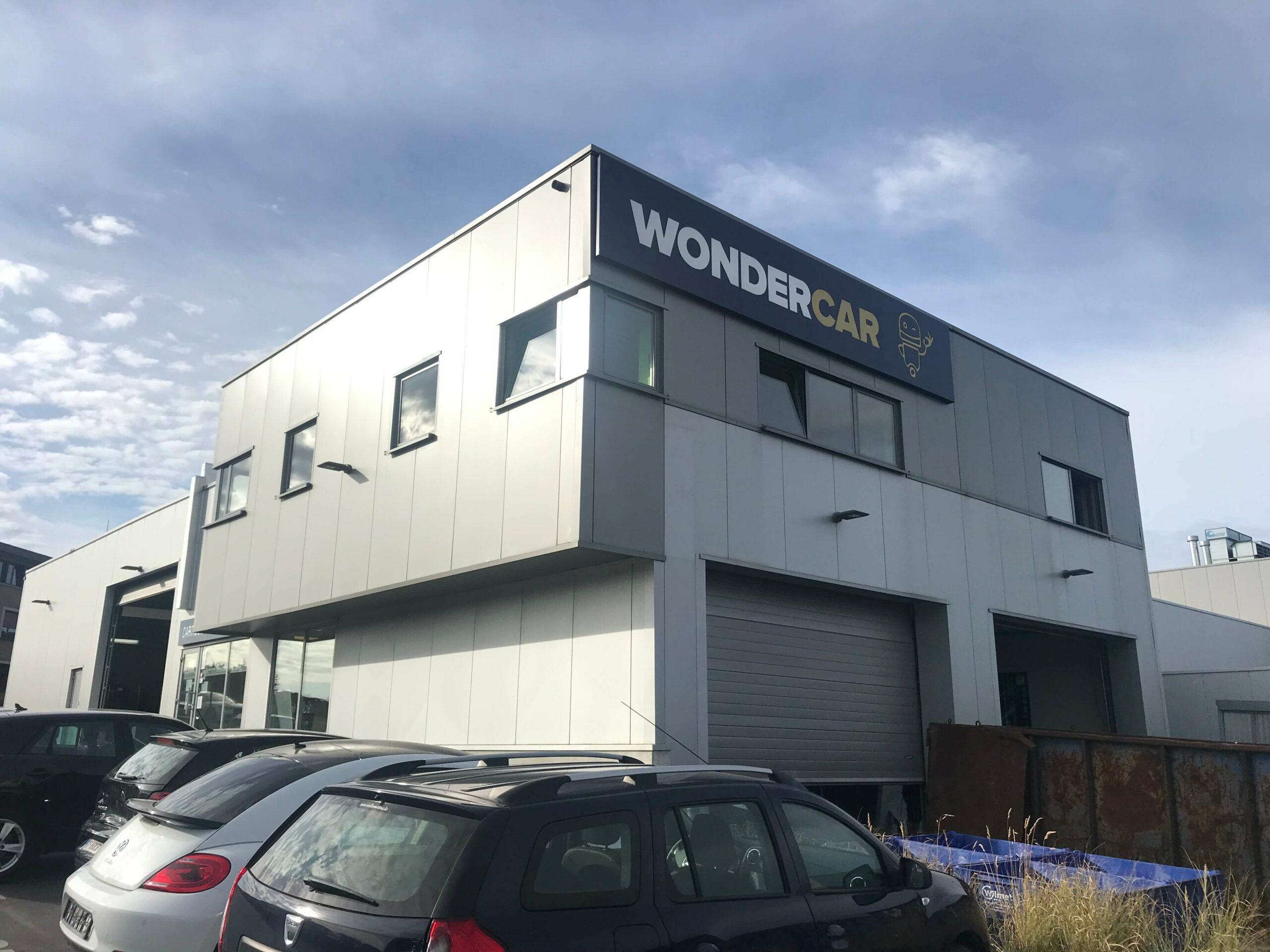 Extérieur du bâtiment de la carrosserie Wondercar Wierde à Namur